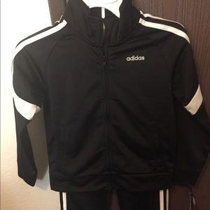 Adidas lil boys size 5 tracksuit